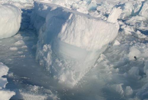 Рыбалка зимой. Опасность толстого льда.
