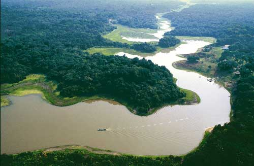 Глубина реки Амазонка 90 метров