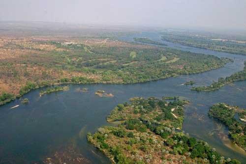 река Замбези с максимальной глубиной 116 метров