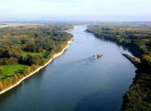 река Дунай с глубиной около 170 метров