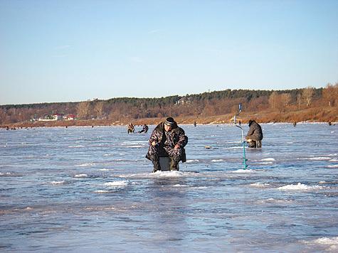 Опытный рыболов не станет выходить на весенний лед где попало