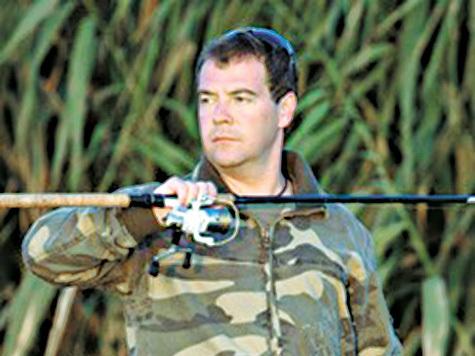 Дмитрий Медведев поручил обеспечить права граждан на свободное и бесплатное рыболовство