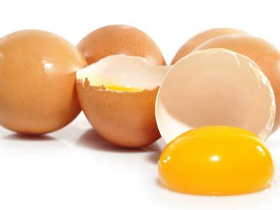 Сырые куриные яйца: польза или вред для организма человека