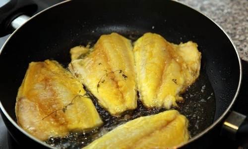сколько жарить рыбу на сковороде по времени