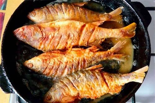 сколько жарить рыбу на сковороде в муке