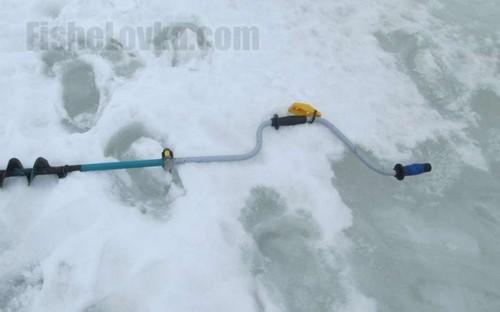 На льду начинает появляться вода.