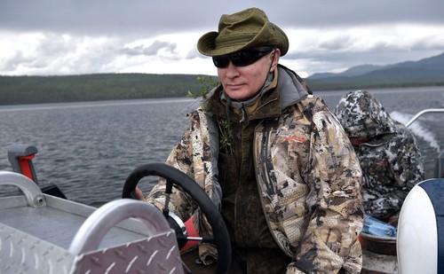 Владимир Путин и Сергей Шойгу на рыбалке и подводной охоте