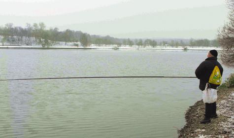 Успех зимней ловли на быстрой реке