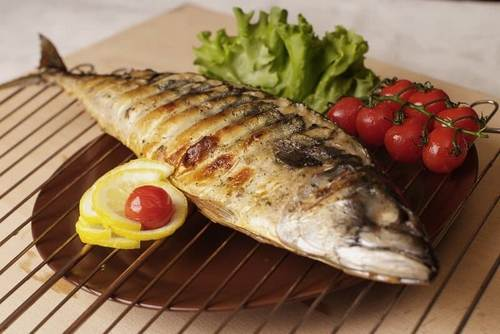 рыба на углях на решетке