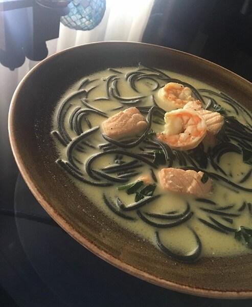 Сливочный суп с лососем и рисом